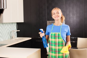 House cleaning with home-made cleaning detergents